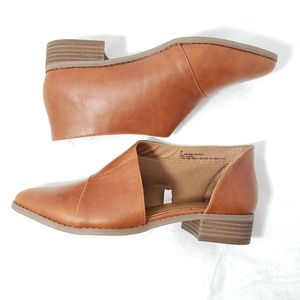 Universal thread cognac WIDE cut out booties